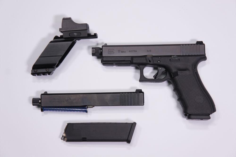 Pistole mit Magazin