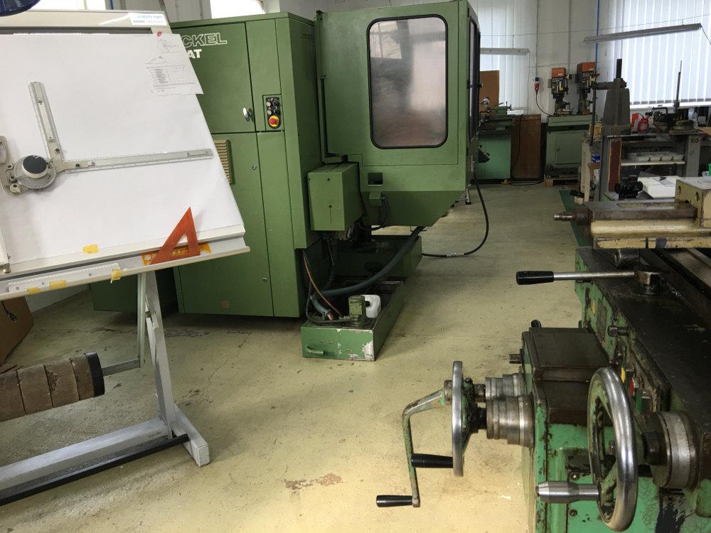 Werkstatt, Maschinen und Reißbrett für Kanonenbau und Waffentuning bei Fachhandel Schlottmann GmbH, Jan Schlottmann