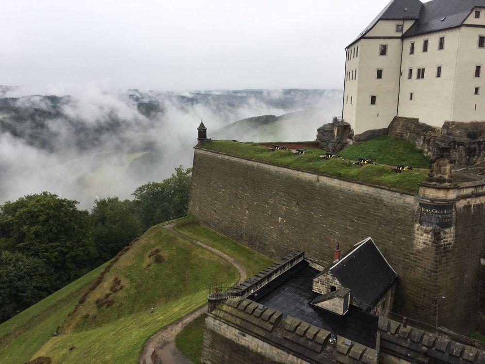 Festung Königstein in den Wolken